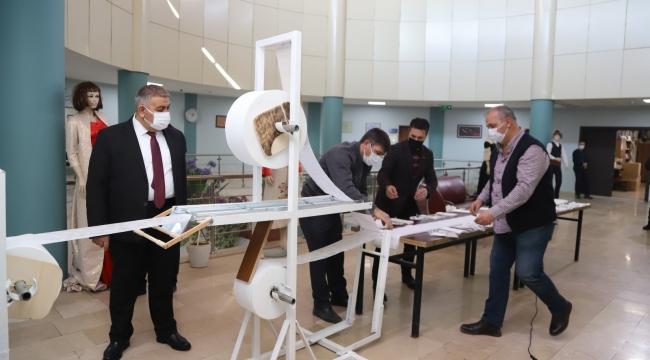 Palandöken Belediyesi maske makinası üretti