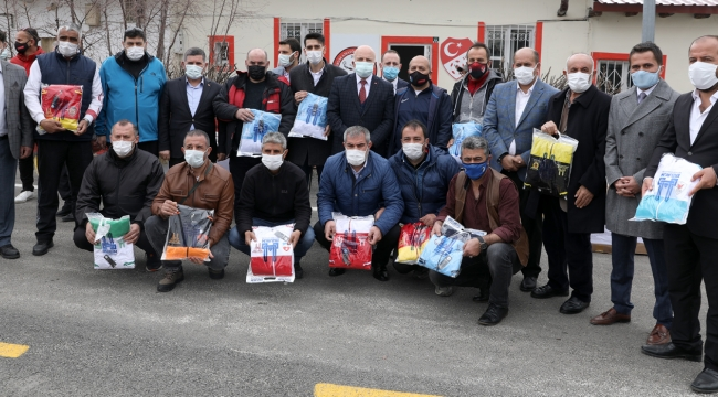 Büyükşehir'den Amatör Futbol Kulüplerine Malzeme Desteği