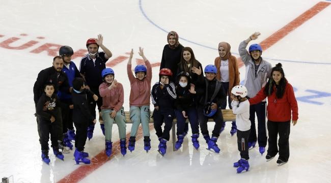 Büyükşehir Engelli Çocuklar İçin Buz Pateni Kursu Açtı
