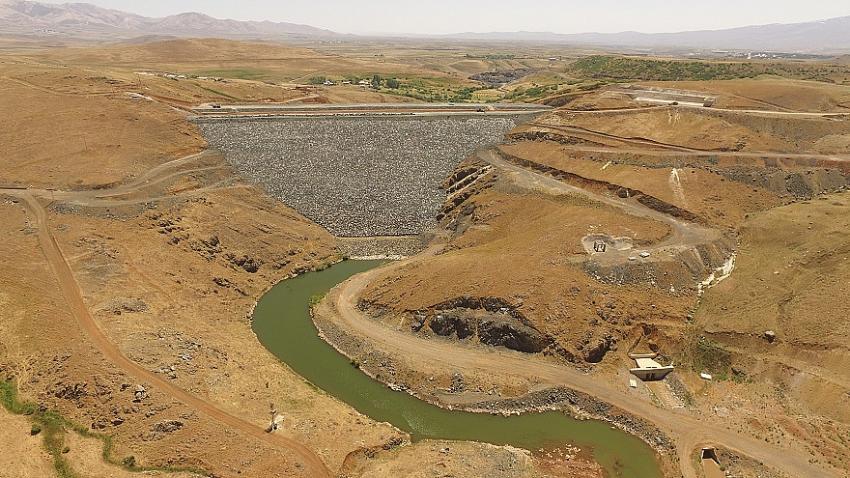 Hınıs Başköy Barajı Sulaması İnşaatında Çalışmalar Hızla Devam Ediyor